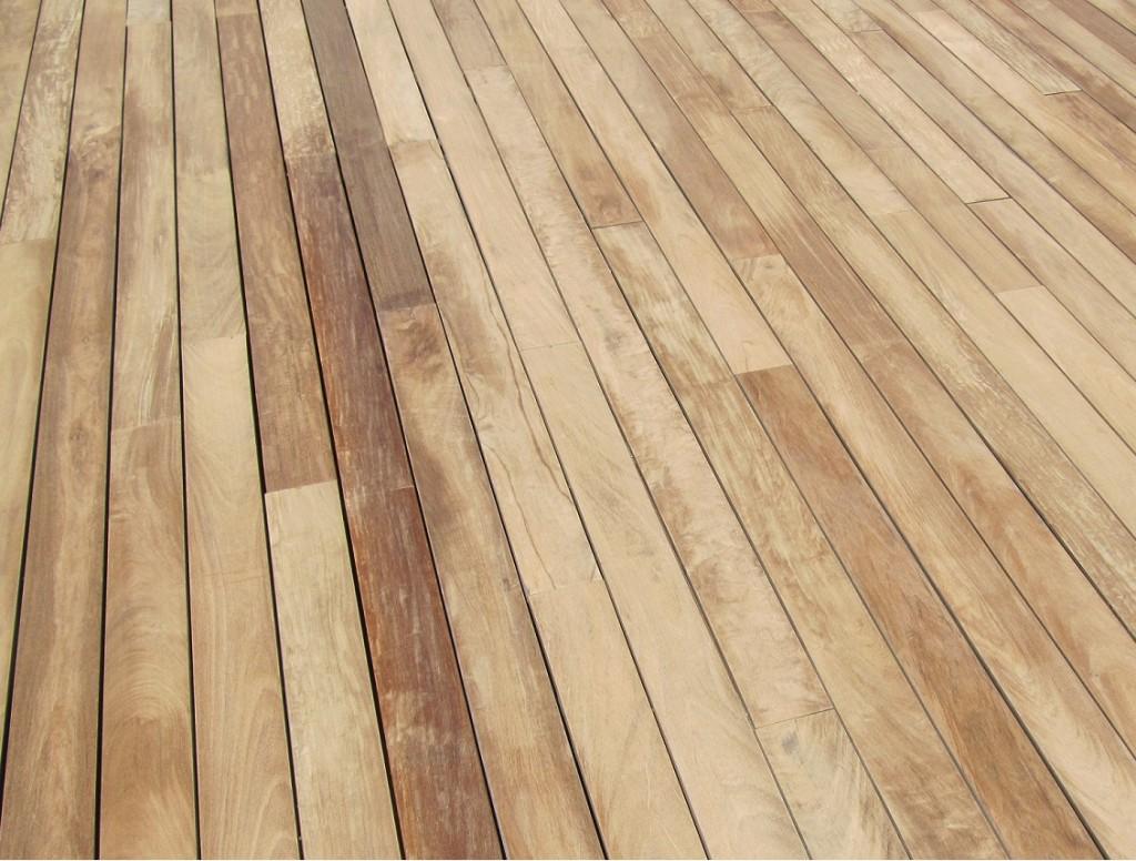 Suelo madera exterior affordable decorar el exterior con - Suelo exterior madera ...