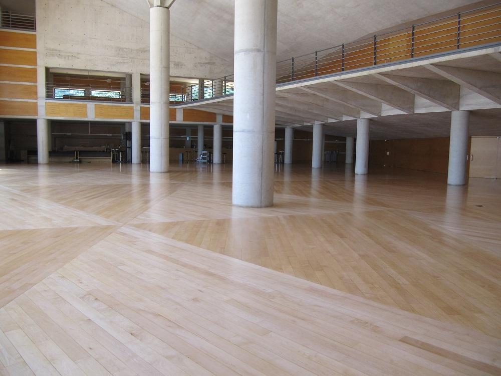 Pulido y barnizado del hall de L'Auditori